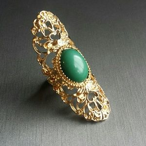 Beautiful green & antique gold statement ring
