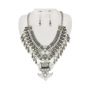 Jewelry - • Silver Aztec statement necklace/ earring set •
