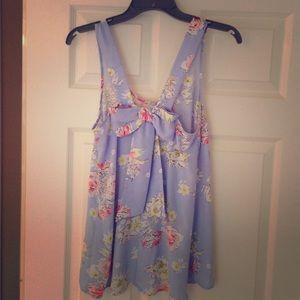 One Day PriceDropBeautiful Rose Garden shirt