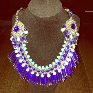 Jewelry - Costume necklace
