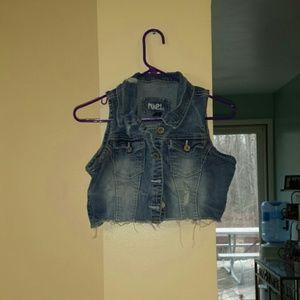 Rue 21 distressed cropped denim vest
