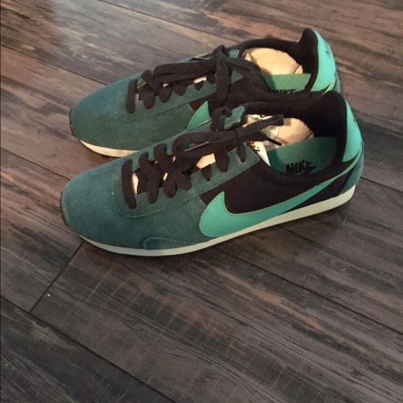 Vintage Style Nike Shoes | Poshmark