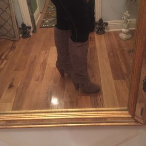 Steve Madden Shoes - Steve Madden size 9 suede boot