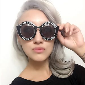 "Accessories - ""Cross my heart"" Oval sunglasses"
