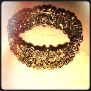Jewelry - Gold bangle bracelet with flower design