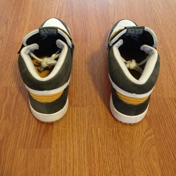 brand new 3b5e3 b526f ... Nike Shoes - Mens Nike SB Dunk mid pro -Green Bay Packers ...
