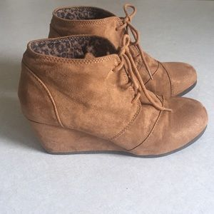 Shoes - Suede wedge booty