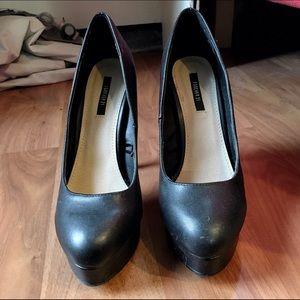 NWOT Black Platform Pumps