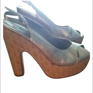 Steve Madden Shoes - Steve Madden madador metallic silver wedges 8.5