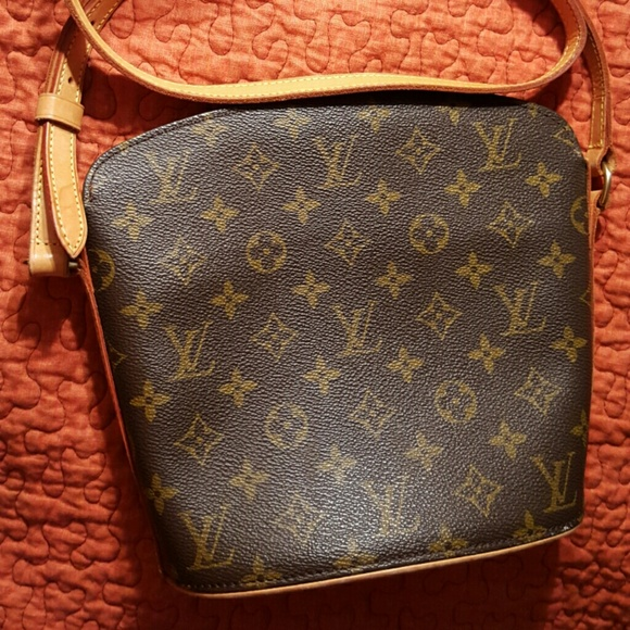 a1bb85f78cb9 Louis Vuitton Handbags - AUTH Louis Vuitton Drouot Crossbody Bag