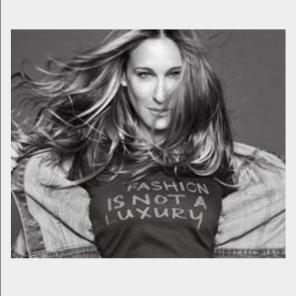 Details about  /Bitten by Sarah Jessica Parker Fashion is not a Luxury Tshirt Women/'s M