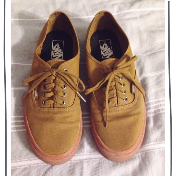 f53ea2b6c817 VANS MENS Authentic Tapenade Gumsole Shoes. M 564408f501985ec5df00361f