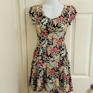 ** SALE ** Love Chelsey Stretchy Floral Dress