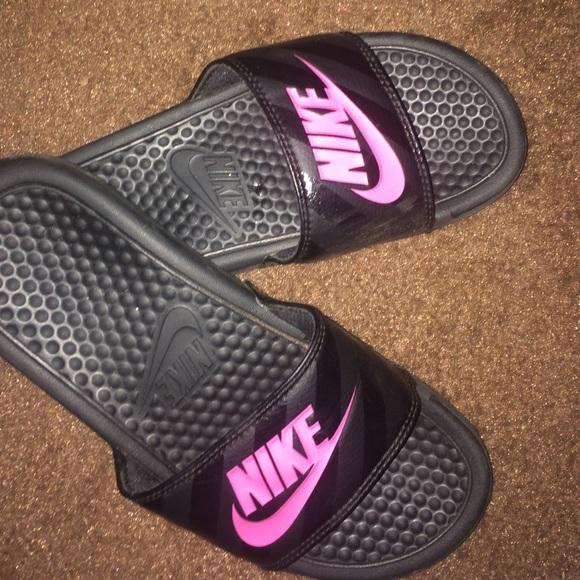 new concept b65d6 b7885 Nike slides! (kids size 4). M 56440b057e7ef6fe860036b7