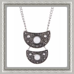 Jewelry - 🎄Gorgeous Tiered Half Disc Necklace.