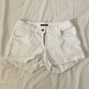 white h&m jean shorts
