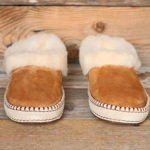 b54e7c88b90 UGG Wrin Chestnut Sheepskin Moccasin Slippers US 7 NWT