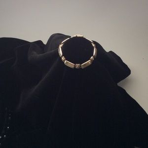Jewelry - Silver Bracelet w/ Delicate Floral Design