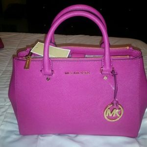 SOLD OFF SITE...Michael Kors Tote