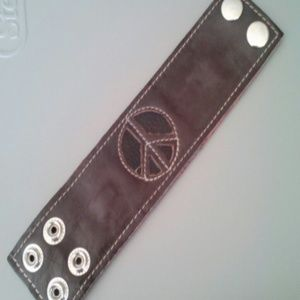 Jewelry - Brown leather peace snap bracelet