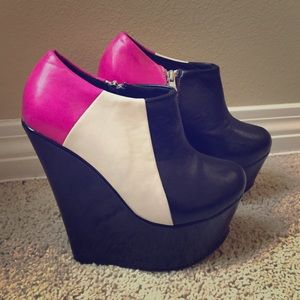 Traffic Shoes - Adorable Colorblock wedges!!