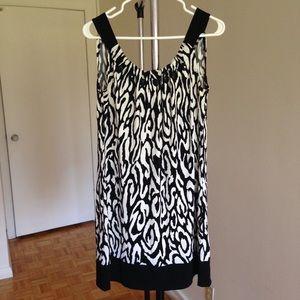 Dresses & Skirts - Black White Print Short Dress , size: 8-10