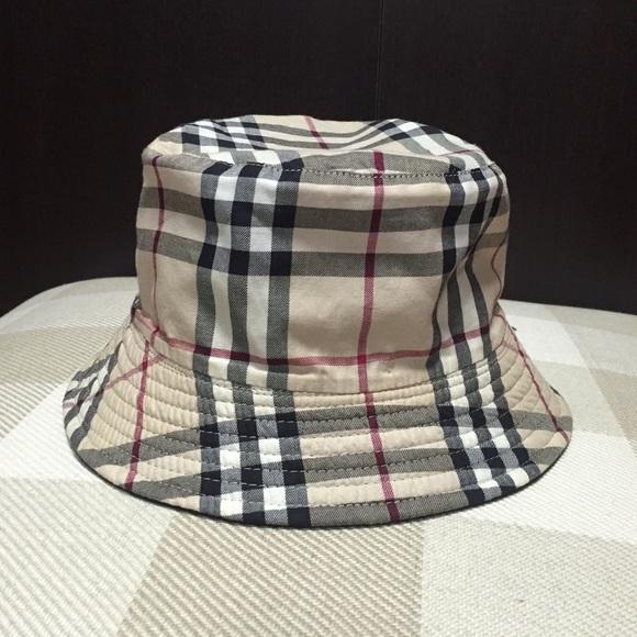 750977fd562ff Burberry Accessories - Burberry reversible Bucket Hat