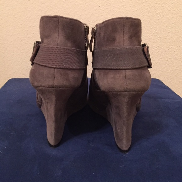 Vince Camuto Shoes - Vince Camuto Gray Suede Wedge Bootie Size 7