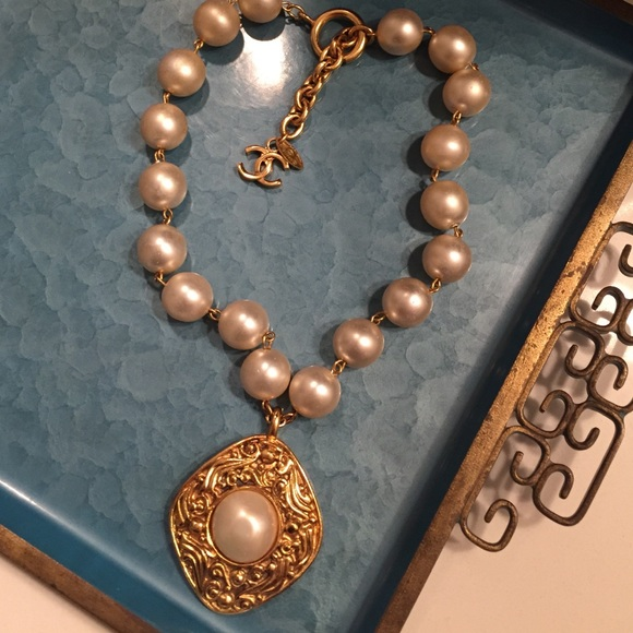 Chanel jewelry vintage pearl necklace choker with pendant poshmark m564691839c6fcff714003e81 aloadofball Images