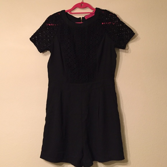 Boohoo Pants - Boohoo Black Crochet Sleeve Romper Sz 8