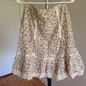 Dresses & Skirts - 2 for $20 🛍 Cute Cream Floral Knee High Skirt