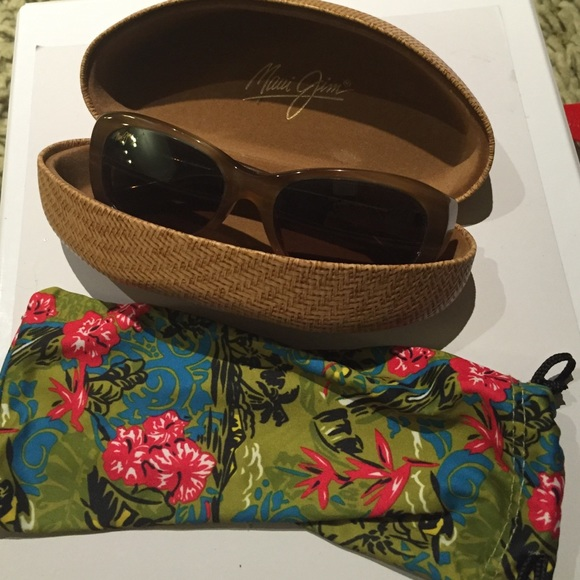 4ab91b29242 Maui Jim polarized sunglasses - new in case w/ bag.  M_5646f63d7eb29f4f630073fc