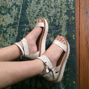 Dolce Vita cream colored flatform sandals US 7