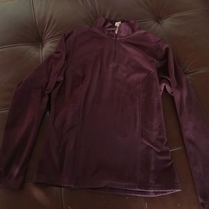 North face burgundy fine fleece pull over.