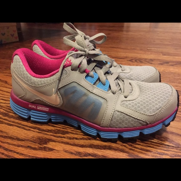 Nike Dual Fusion ST2 Pink Gray running crosstraining tennis athletic shoes
