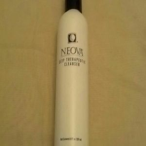 Neova Deep Therapeutic Cleanser