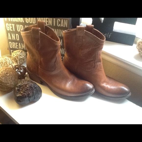 5fa2726f36c Frye Shoes - Frey Carson Lug Short