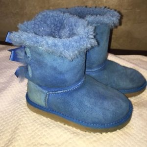 Sold!!!UGGs Bailey bow