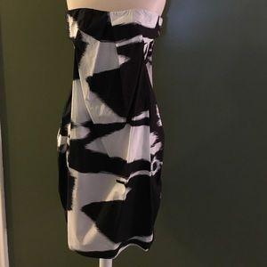Black and white short cotton dress.