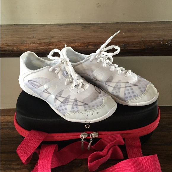 54 off nfinity shoes nfinity vengeance cheer shoes