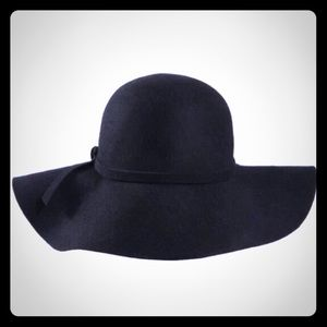 AMI Clubwear Accessories - Chic Black Felt Floppy Hat