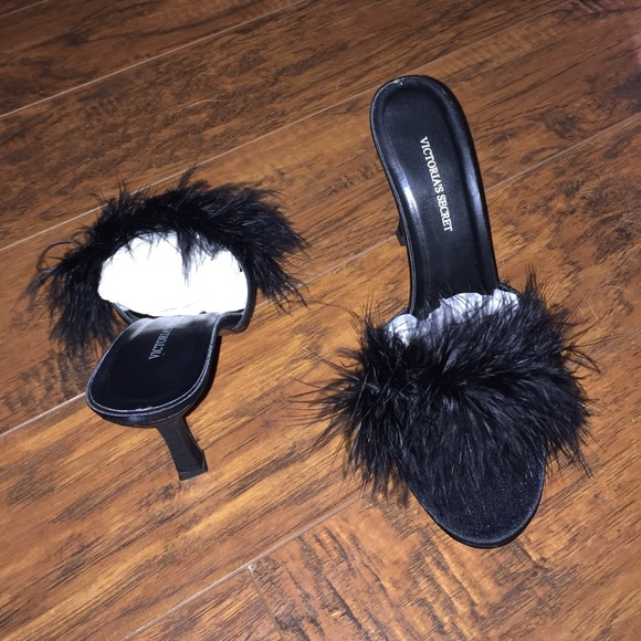 f3aa3dd9afa6d Sexy black feather heels! NWT