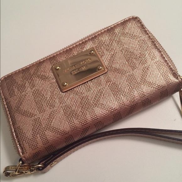 ae81496266af Michael Kors wallet wristlet: rose gold. M_564911b9620ff70361004f5a