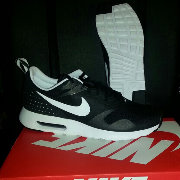 regarder 02a14 6f2c4 BUNDLE: Nike Air Max Tavas & Adidas D Rose Playoff NWT