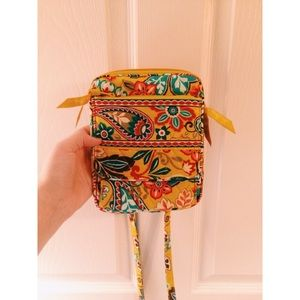 PRACTICALLY NEW Vera Bradley Mini Hipster!!! CUTE!