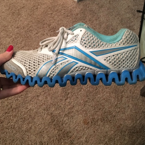 Reebok Shoes - SALE❤️Reebok zig zag women s shoes 72c6b8068