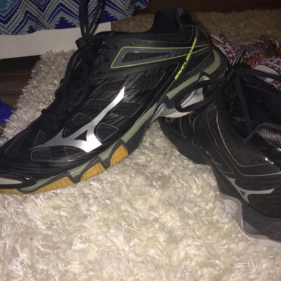 cc8c3bc99dd Black Mizuno Wave Lightning RX3 Volleyball Shoes. M 56494e436d64bcf39c0188bc