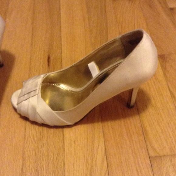 40 off tevolio shoes tevolio cream satin peep toe heels. Black Bedroom Furniture Sets. Home Design Ideas