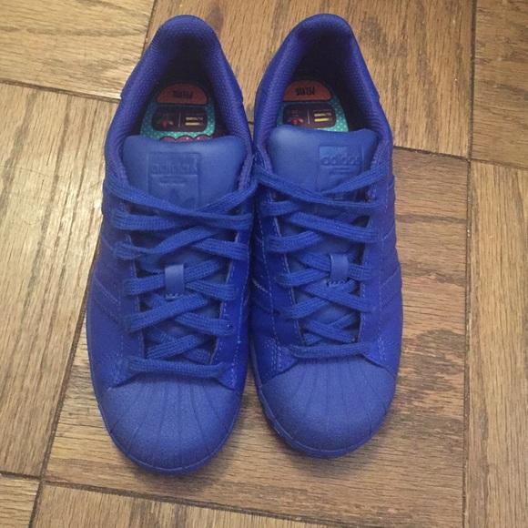 Le adidas pharell williams supercolor blu reale poshmark