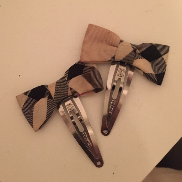 Burberry Accessories - Burberry hair clips 3e4f16ded332